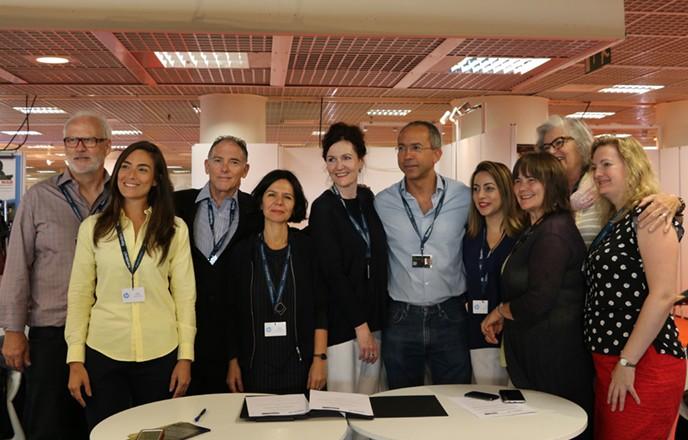 Da esquerda para a direita: Dave Gibson (CEO, New Zealand Fim Commission), Mariana Ribas (presidente da RioFilme), Steve Solot (diretor executivo da REBRAFIC), Ana Leticia Fialho (Cinema do Brasil), Sandy Gildea (diretora executiva da entidade SPADA- Screen Producers New Zealand), Manoel Rangel (president da Ancine), Alessandra Cabral(FIRJAN), Catherine Fitzgerald (produtora membro da SPADA), Silvia Rabello (presidente do SICAV) e Victoria Spackman (CEO, Gibson Group, Nova Zelândia)